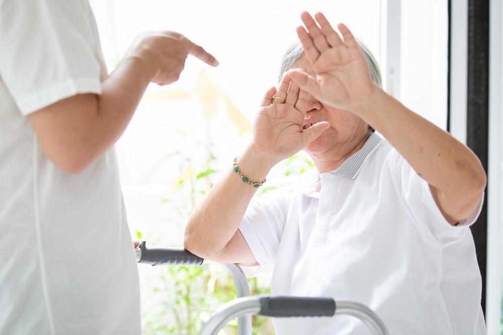 O abuso de idosos pode ser evitado contratando um detetive particular