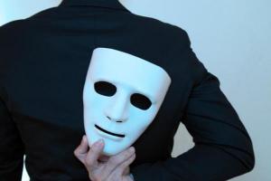 Você sabe o que é a mitomania e como um detetive pode te ajudar nesses casos?
