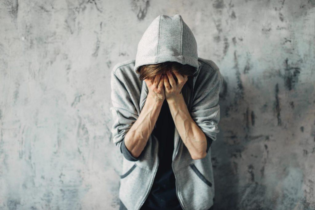 investigação familiar-filho-usando-droga-elite-detetives
