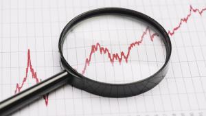 Quais são as funções do detetive particular em uma investigação empresarial?